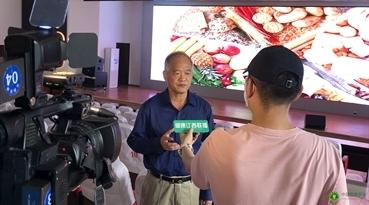 启动仪式结束后,江西省营养学会理事长邓泽元教授接受江西电视台《健康江西》记者采访